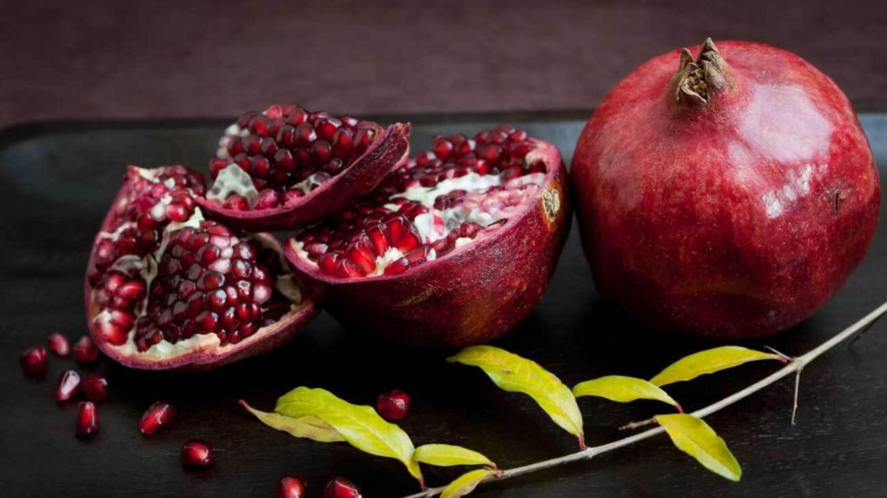 خواص-و-فواید-میوه-انار-در-زیبایی-پوست