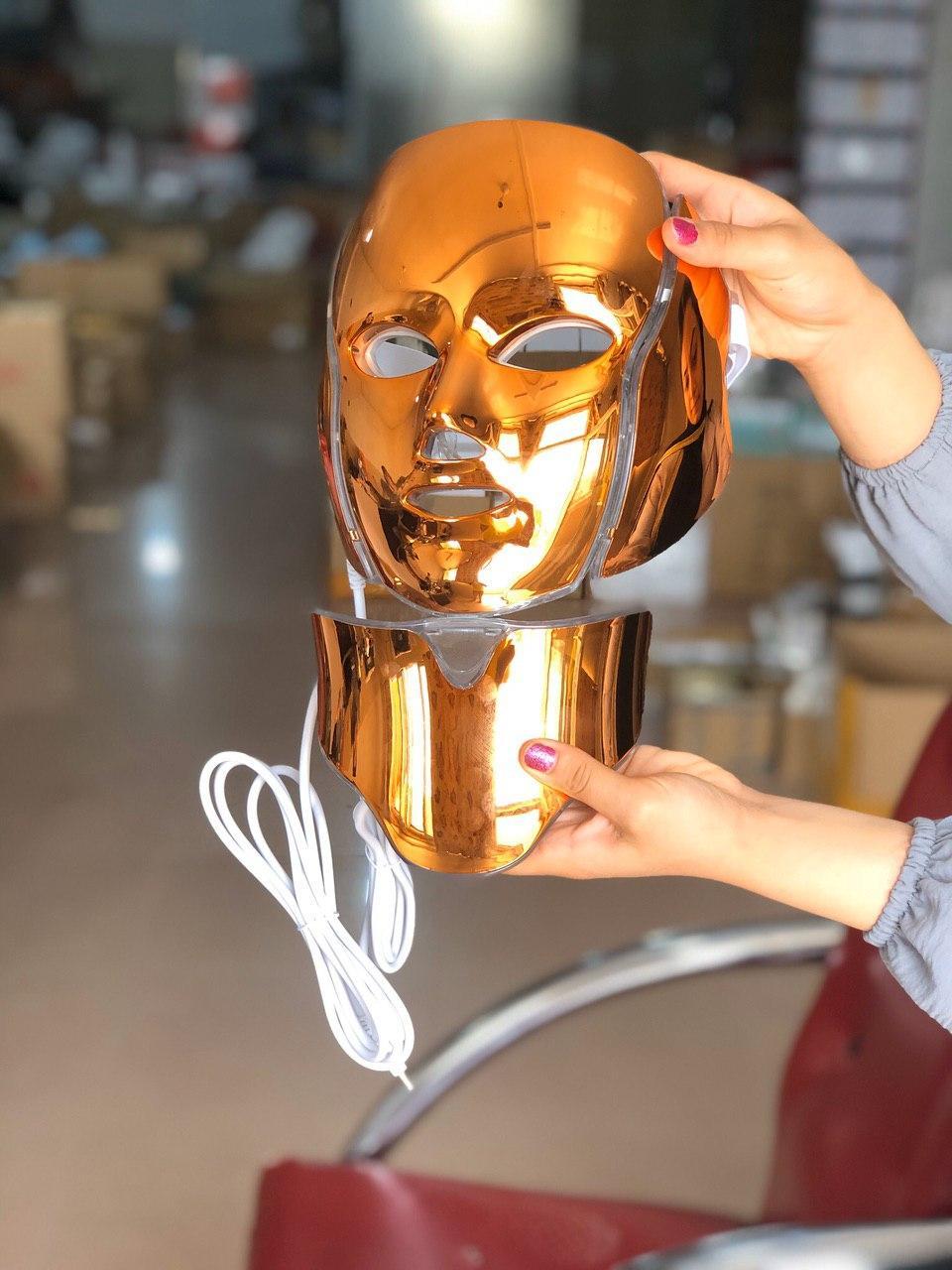 ماسک-نور-درمانی-با-7-رنگ-متفاوت